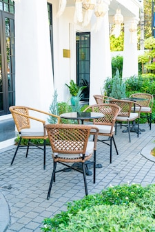 빈 테이블과 카페 레스토랑의 자