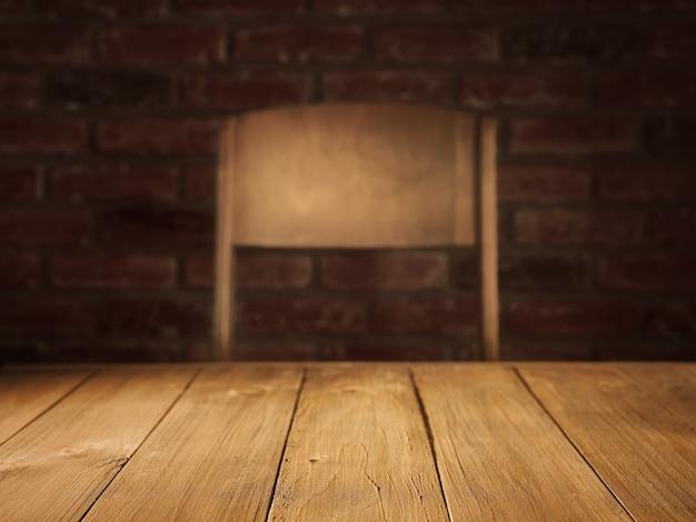 Пустая столешница со стулом на фоне для презентации продукта