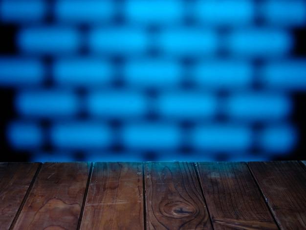 レンガに明るいパターンの空のテーブルトップ