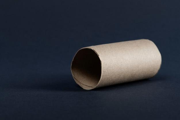 Пустой рулон туалетной бумаги