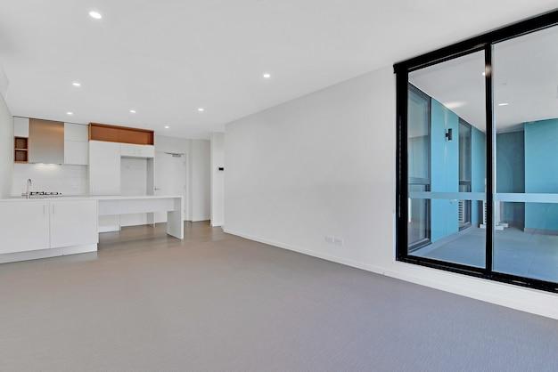 Appartamento nuovo di zecca vuoto e non arredato