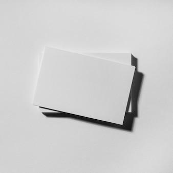 Расположение пустых визитных карточек