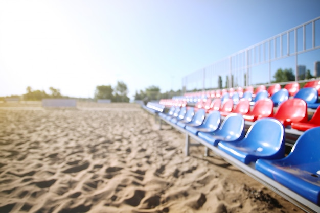 Пустая волейбольная площадка на пляже