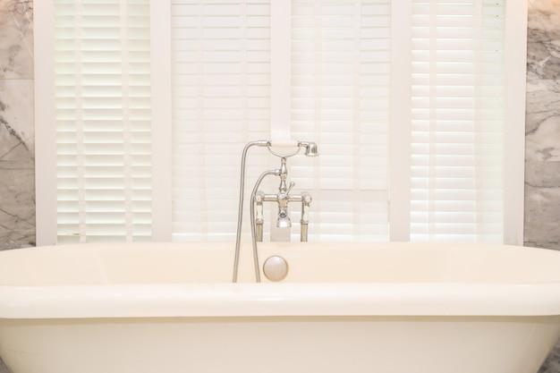 Empty white bathtub decoration interior