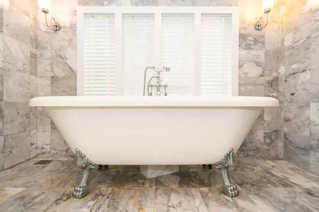 Empty white bathtub decoration interior