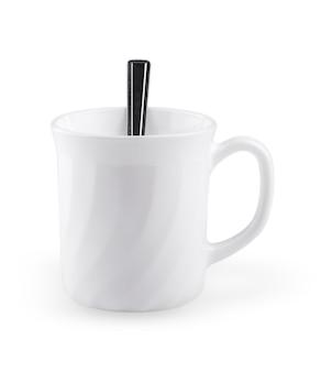 白い背景に分離されたスプーンと空の白いコーヒーカップ-クリッピングパス