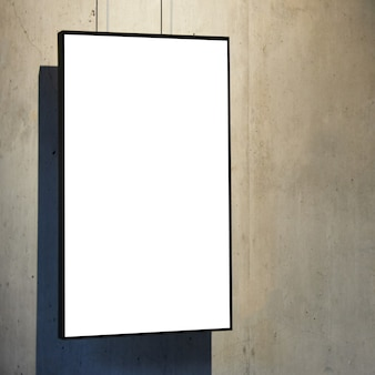 벽에 빈 흰색 절연 된 프레임