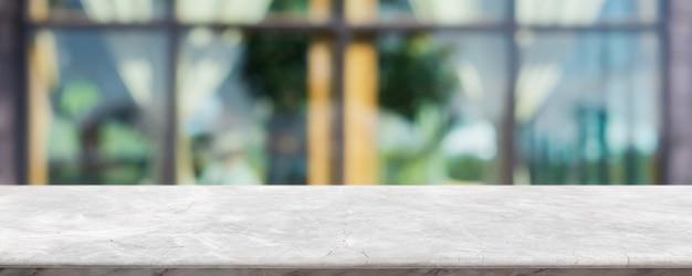 빈 흰색 대리석 돌 테이블 상단 및 흐림 유리 창 내부
