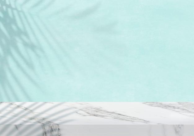 パステルブルーのテクスチャ製品の背景を持つ空の白い大理石の卓上