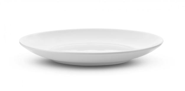 Пустая белая тарелка на белом