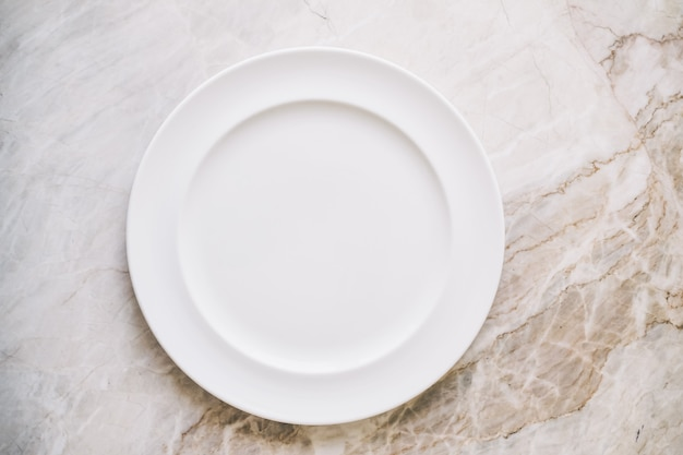 Пустая белая тарелка или блюдо