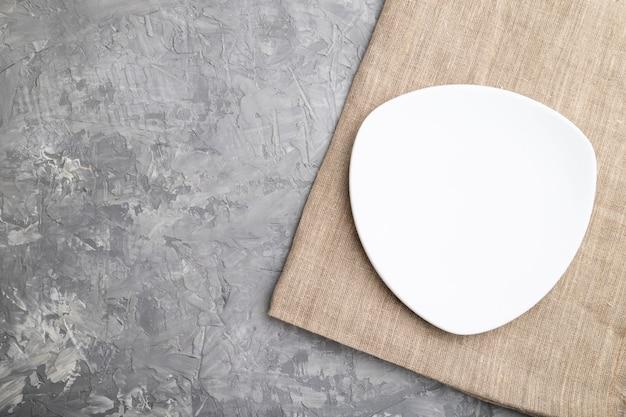빈 흰색 접시