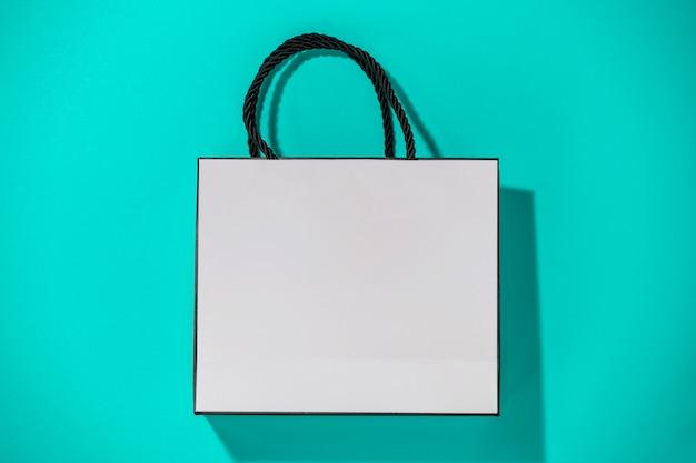 Пустая белая сумка