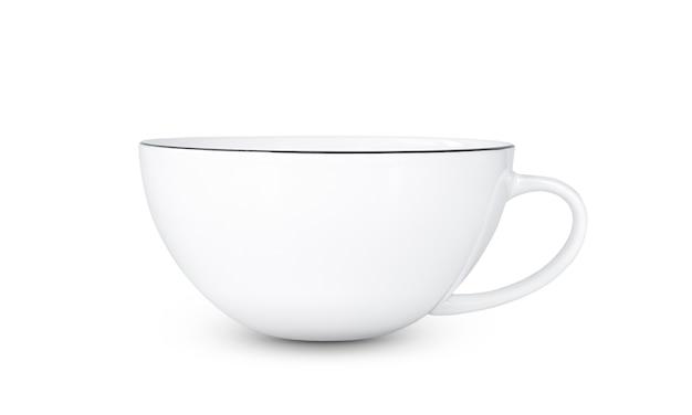 Пустая чашка белого чая изолирована.