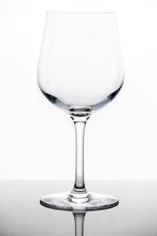 空のワイングラスマクロショット