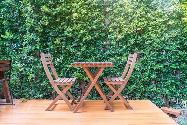 Sedia in legno vuota