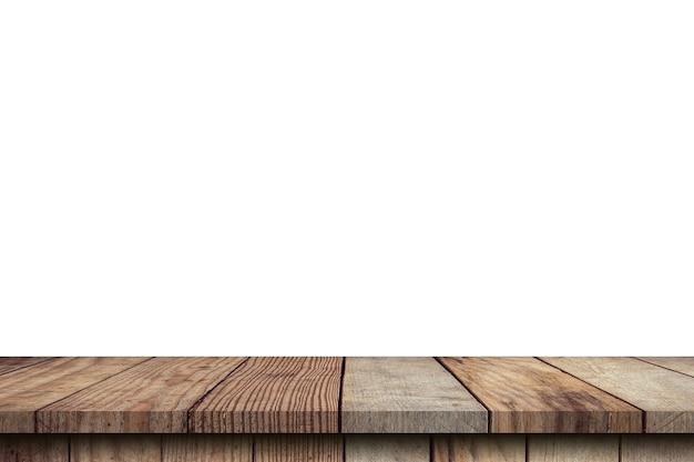 分離した白い背景の上の空の木製テーブルと製品のコピースペースでモンタージュを表示します。