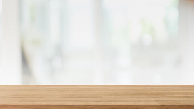 Пустая деревянная столешница и размытие стеклянного окна в интерьере