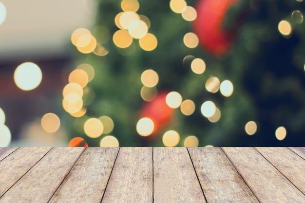 흐림 크리스마스 트리 가기 빈 나무 테이블