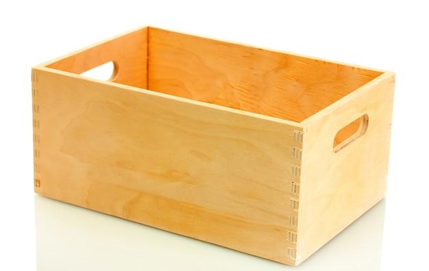 Пустой деревянный ящик, изолированные на белом фоне