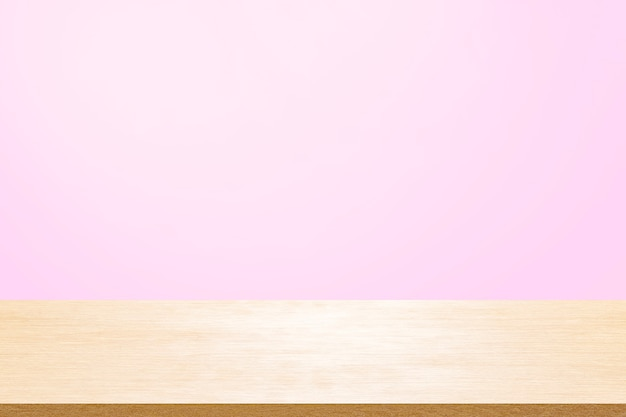 現在の製品のミントの壁紙の背景の上に空の木製デッキテーブル。