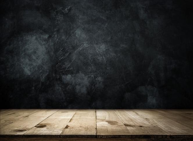 Пустой деревянный стол над стеной гранж Пустой готов для отображения вашего продукта или монтажа.