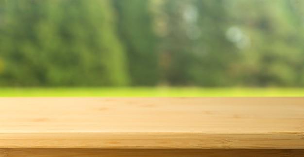 空の木製テーブル