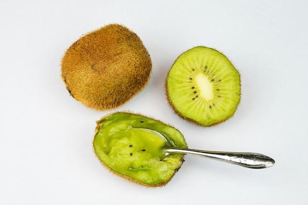 Emptying a kiwi