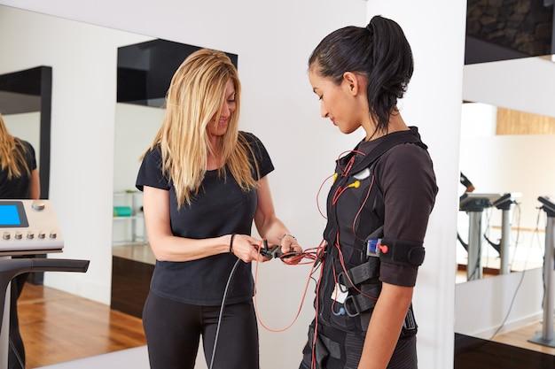 Ems電気刺激コーチスーツの女性