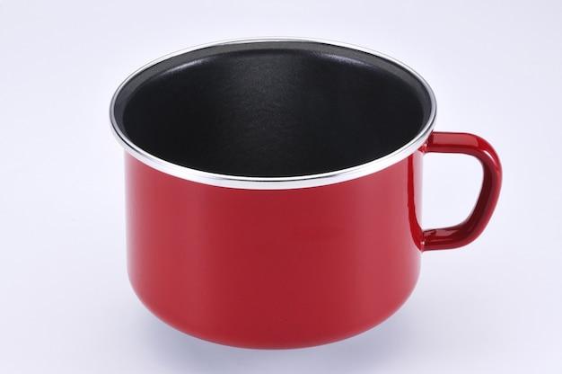Эмалированная красная кружка