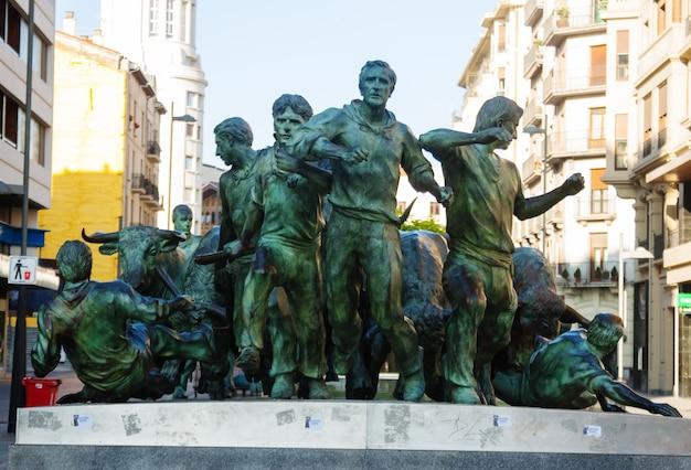 Памятник encierro. памплона