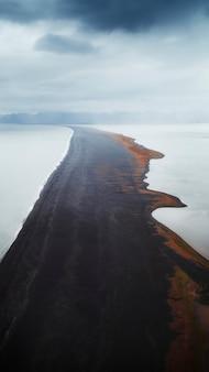 아이슬란드의 끝없는 해변 휴대폰 벽지