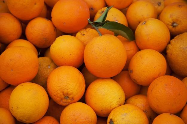 시장에서 끝없는 오렌지
