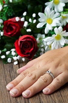 Engagement ring with daisy flower