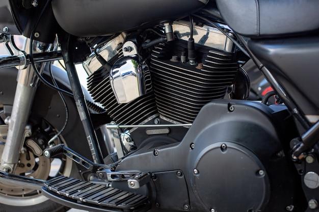 Двигатель крупным планом красивый и сделанный на заказ мотоцикл