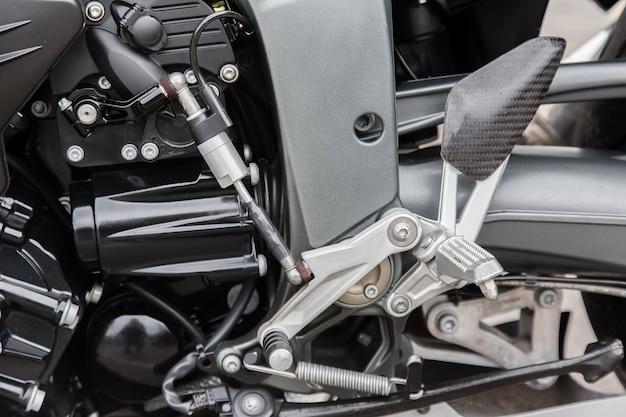 레이싱 오토바이 클로즈업의 엔진 부품입니다.