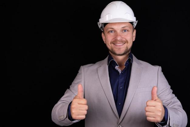 白いヘルメットのエンジニアビルダービジネスマン