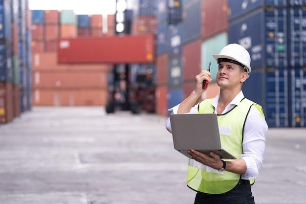 Инженер по контролю погрузки контейнеров из грузового судна импорт-экспорт