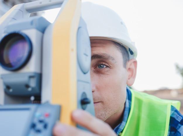 Engineer making measure