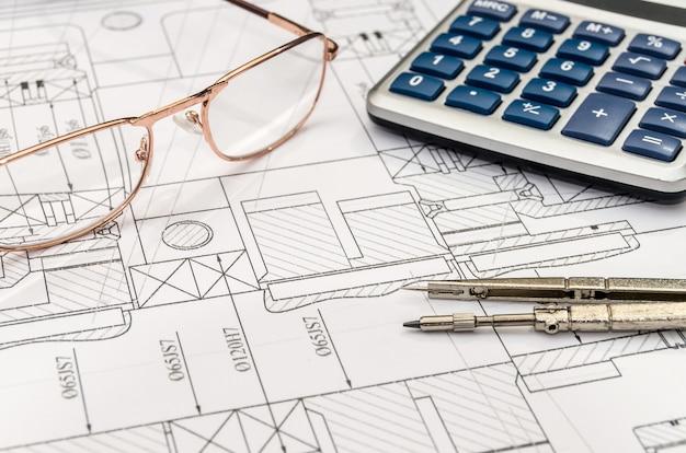 Мастерство инженера с калькулятором, компасом и очками