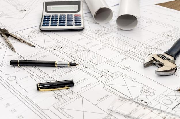 Инструменты инженера на вид сверху поверхности бумаги эскиза