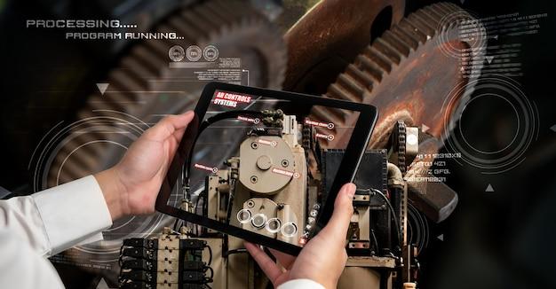 Инженер использует программное обеспечение дополненной реальности на производственной линии умной фабрики
