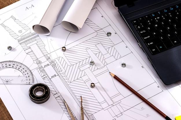 ラップトップを使用した部品の設計図