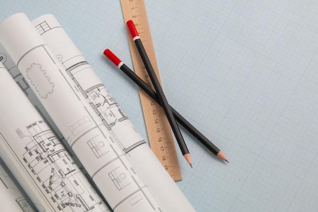 그래프 용지에 엔지니어링 하우스 도면, 청사진, 눈금자 및 연필