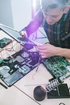 エンジニアリングトレーニングコース。コンピュータサイエンス技術の知識。経験とスキルの習得