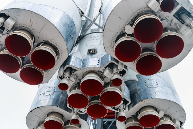 Engines and nozzle launch vehicle