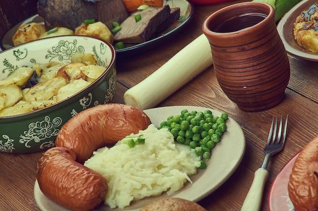 Английская кухня, британия традиционные блюда-ассорти, вид сверху.