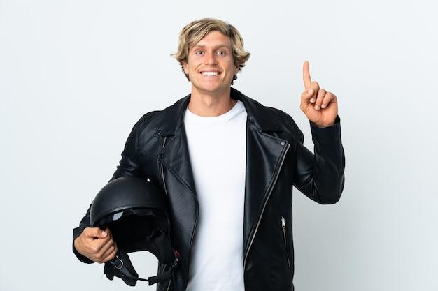 좋은 아이디어를 가리키는 오토바이 헬멧을 들고 영어 남자