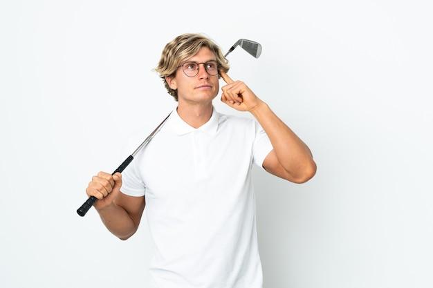 Англичанин играет в гольф, сомневаясь и думая