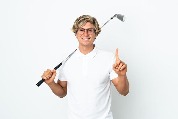 Англичанин играет в гольф, указывая на отличную идею
